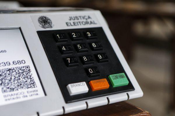 Cronograma de Carga e Lacração - preparação da urnas para o 2° turno das Zonas Eleitorais do Paraná - Tags: eleições2018, eleições, voto, sulfrágio, Tribunal, urna eletronica. Fotos: André Rodrigues