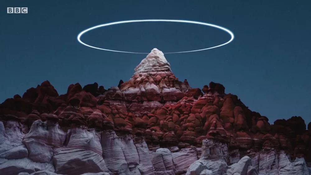 Fotógrafo usa drone para criar 'anéis de luz' sobre paisagens naturais